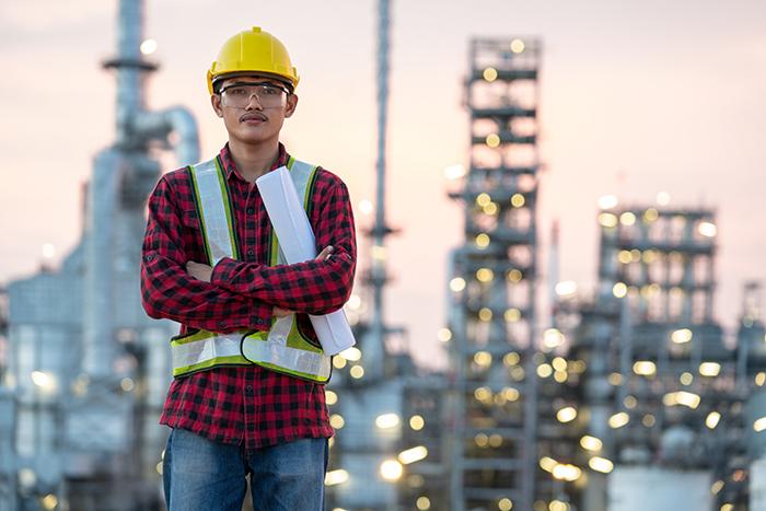 engineer-wearing-ppe-refinery
