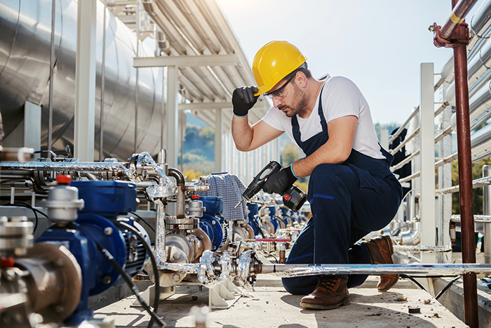 worker-crouching-oil-industry
